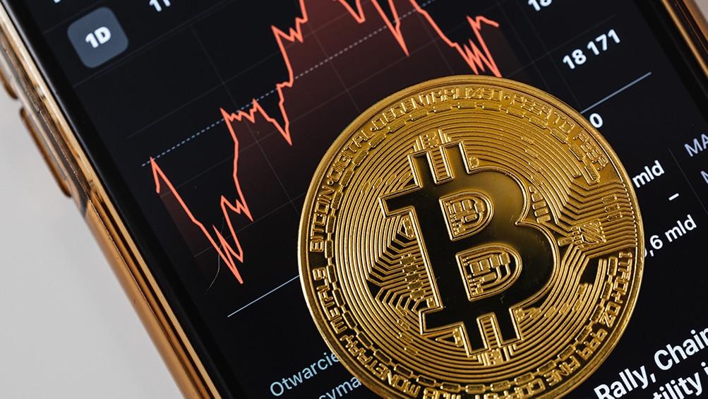 Con nueva caída de 17%, el precio de bitcoin vuelve a los 45.000 dólares