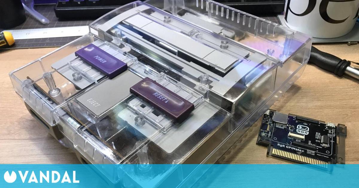 Las consolas retro con carcasas transparentes vuelven a ponerse de moda