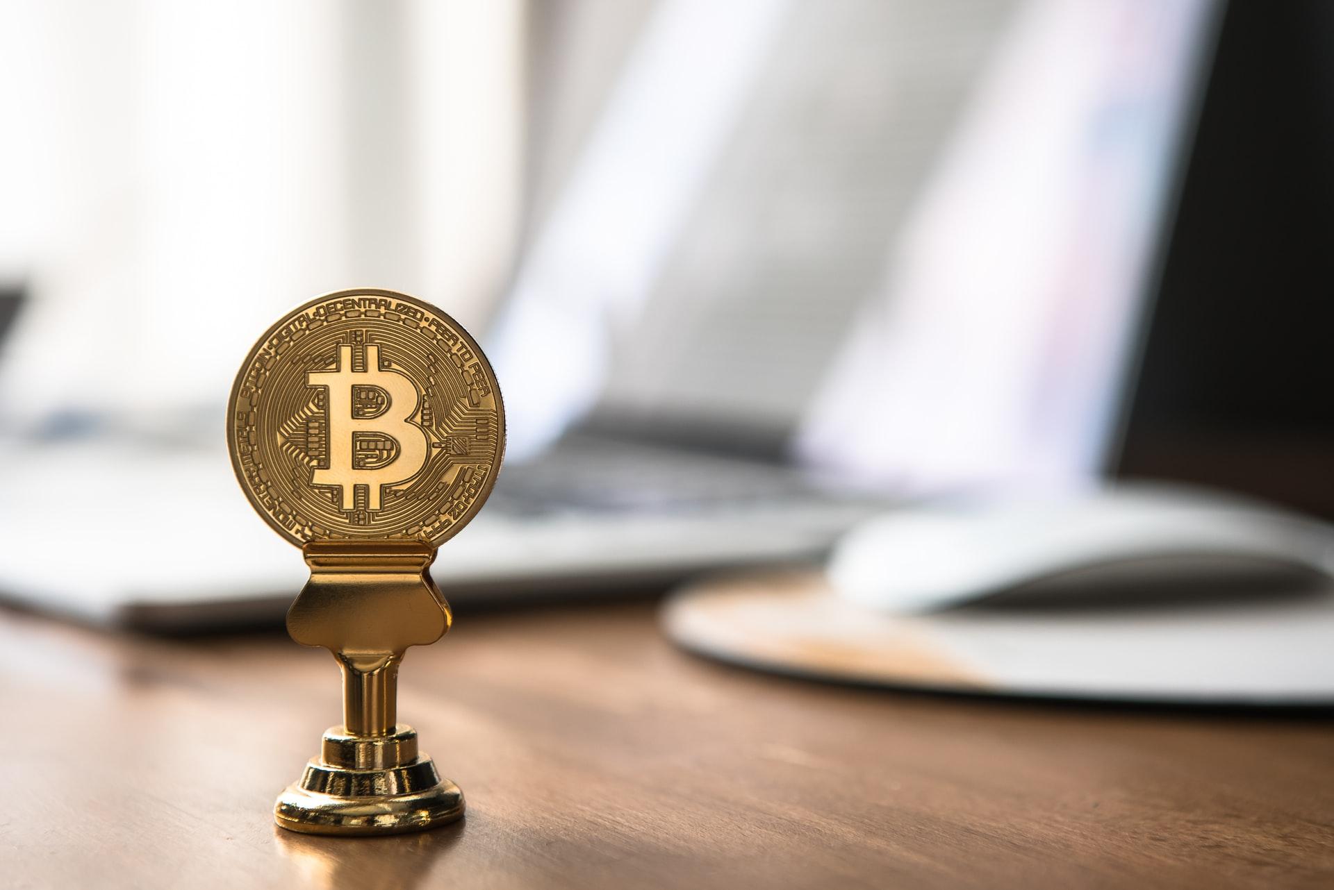 Los inversores minoristas de Bitcoin confían en un precio mínimo de 50.000 dólares