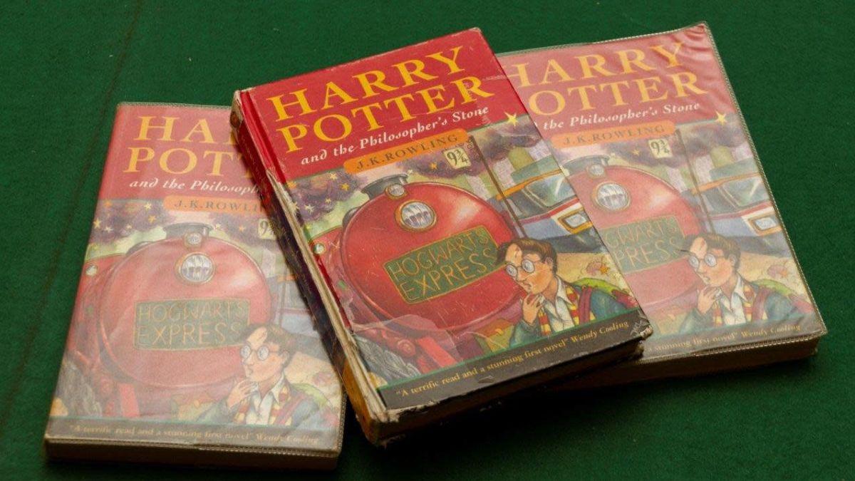 Libros no tan viejos que puedes vender por miles de dólares en eBay