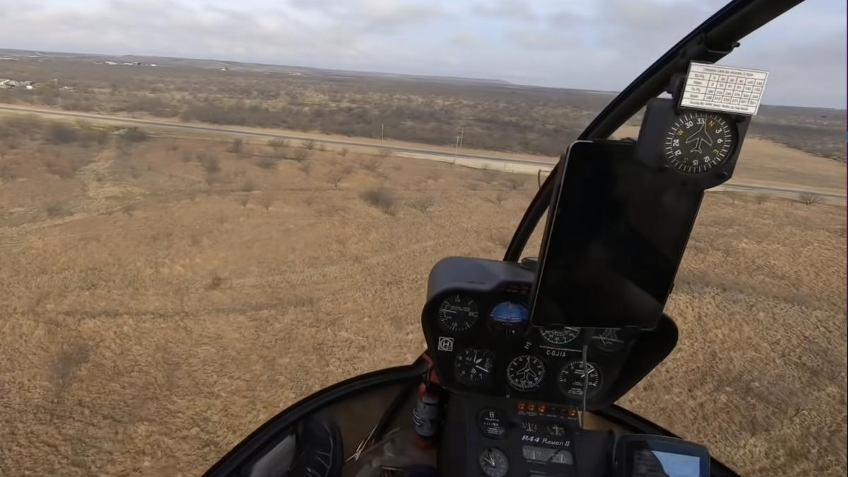 Espectacular aterrizaje de un piloto de helicóptero después de romperse el motor
