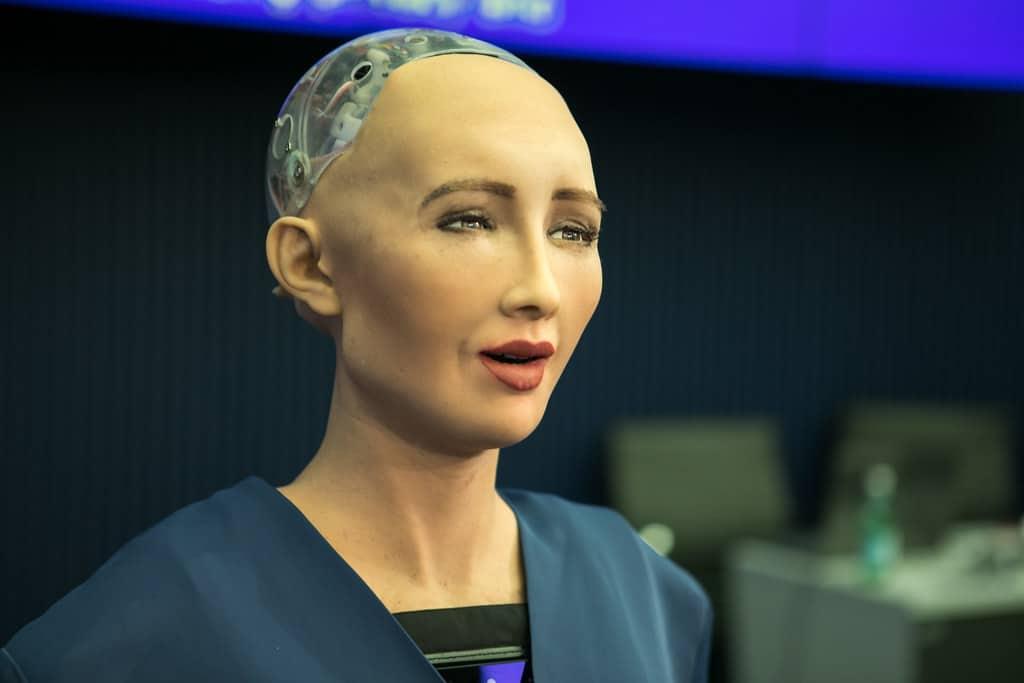 Sophia es la primera robot humanoide en crear obras digitales en NFT