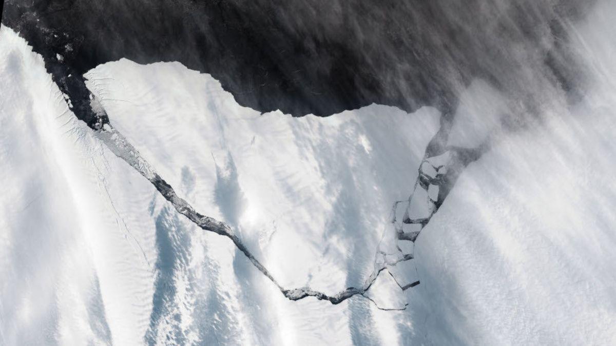 Imágenes del nuevo iceberg gigante de la Tierra desde el espacio