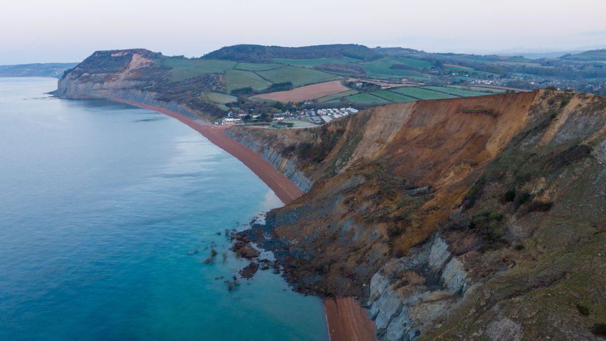 Este desprendimiento en la Costa Jurásica de Gran Bretaña podría ser un golpe de suerte para los cazadores de fósiles