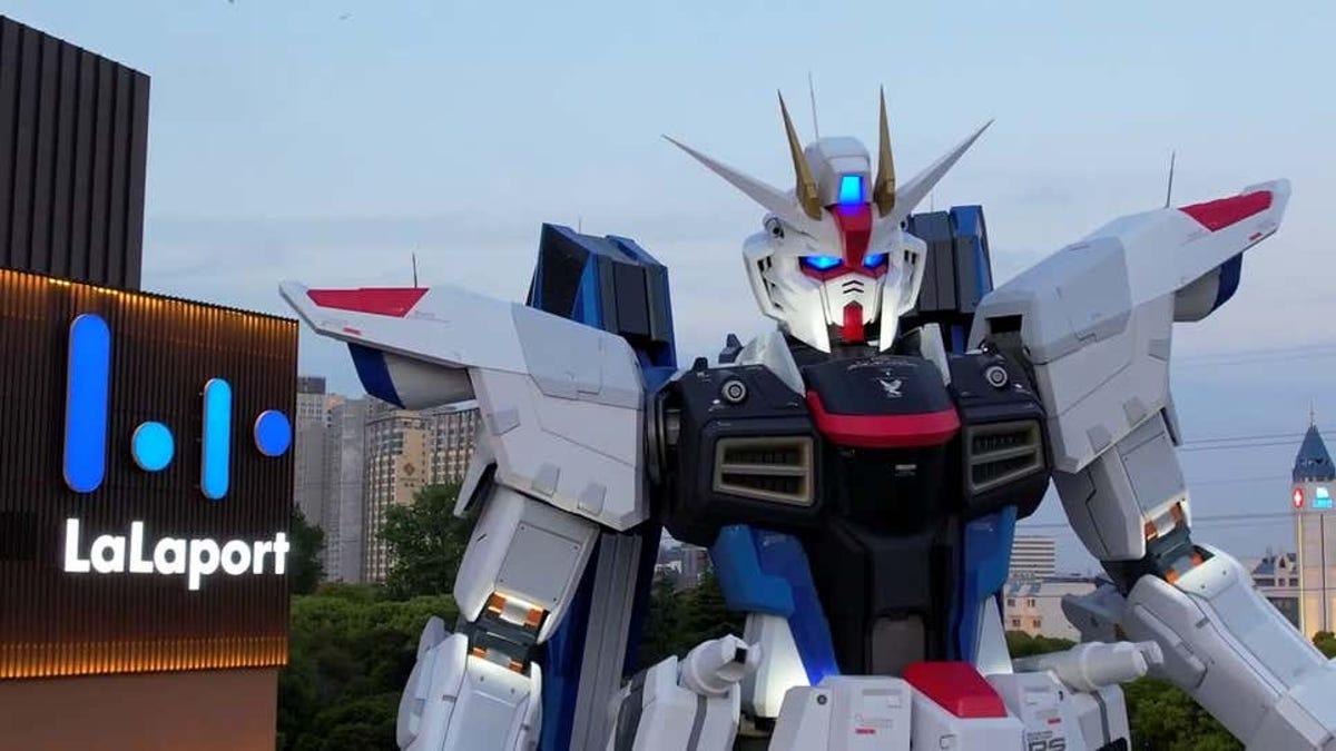 Otra nueva estatua gigante de Gundam en Shanghai