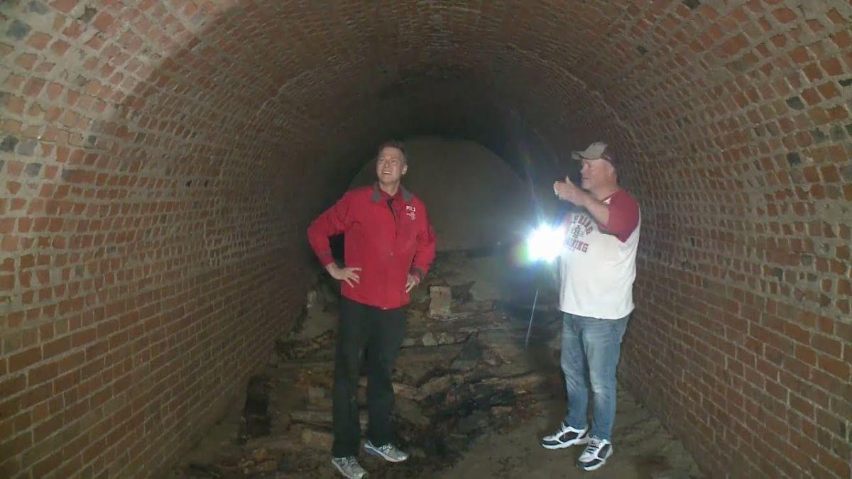 Descubre que debajo de su casa tenía un túnel del S.XIX