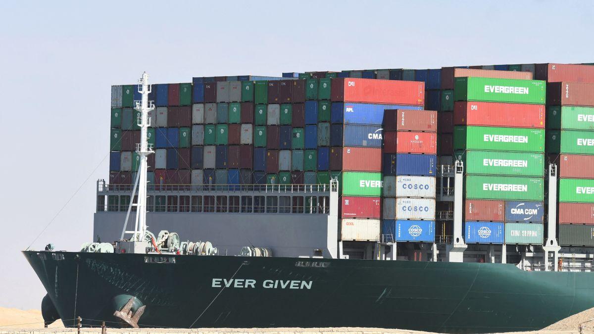 La tripulación del Ever Given podría quedar atrapada en el barco durante años