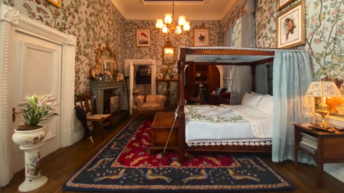 Suben fotos de una casa de muñecas a Airbnb y consiguen 3000 dólares en reservas