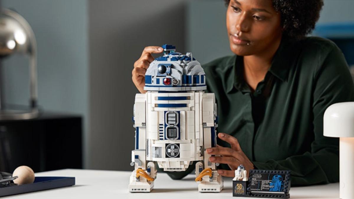 Vas a querer este enorme R2-D2 de Lego con 2.300 piezas