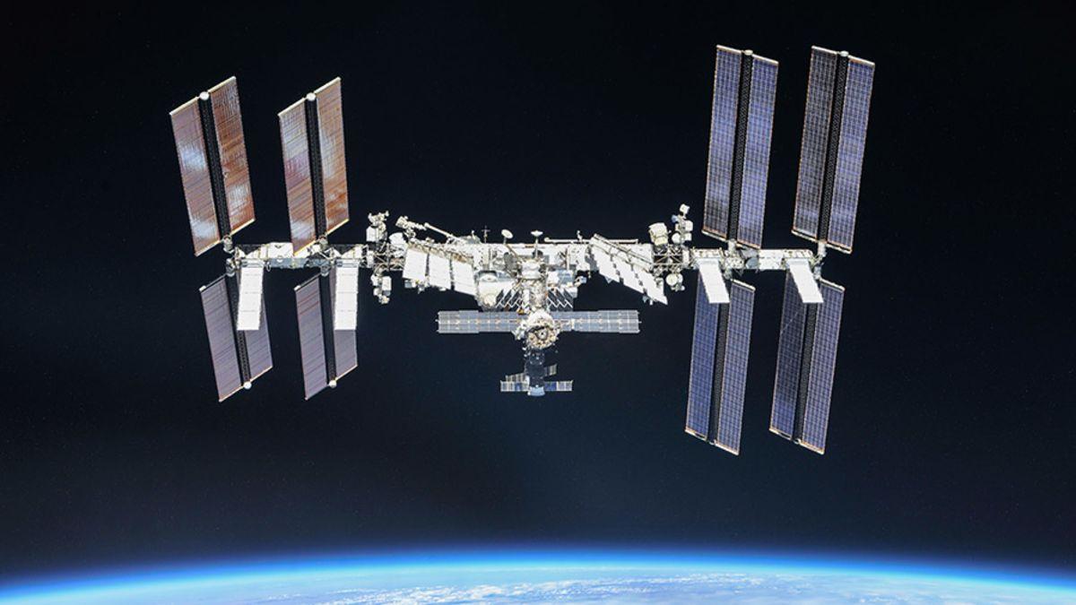 Descubren tres fugas de aire en el módulo ruso de la ISS