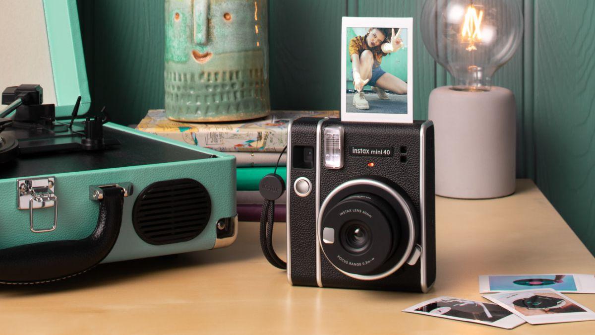 Nueva cámara retro de Fujifilm que produce fotos instantáneas