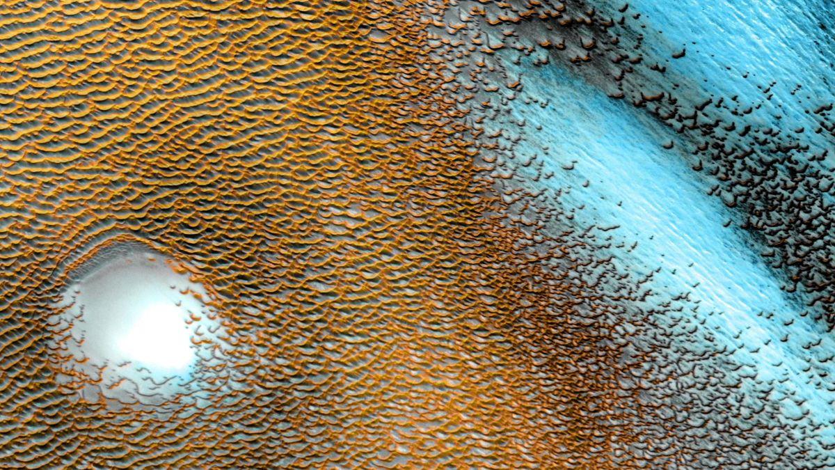 La NASA publica una impresionante foto del mar de dunas que rodea el casquete polar de Marte