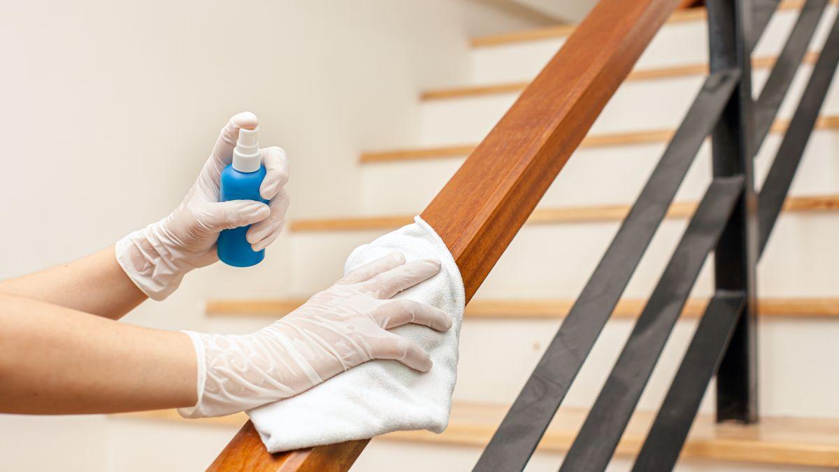 Los CDC dejan de recomendar que desinfectes tu casa por el COVID
