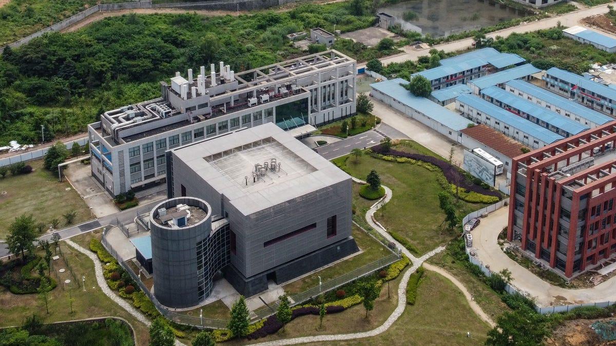 ¿Por qué se habla ahora de que el COVID-19 pudo escapar de este laboratorio?