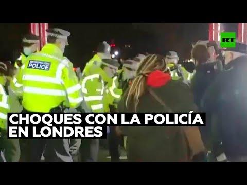 Choques con la Policía durante la vigilia por una mujer asesinada por un agente en Londres