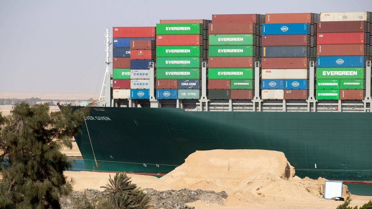 El canal de Suez construirá otro carril para evitar más percances como el del Ever Given