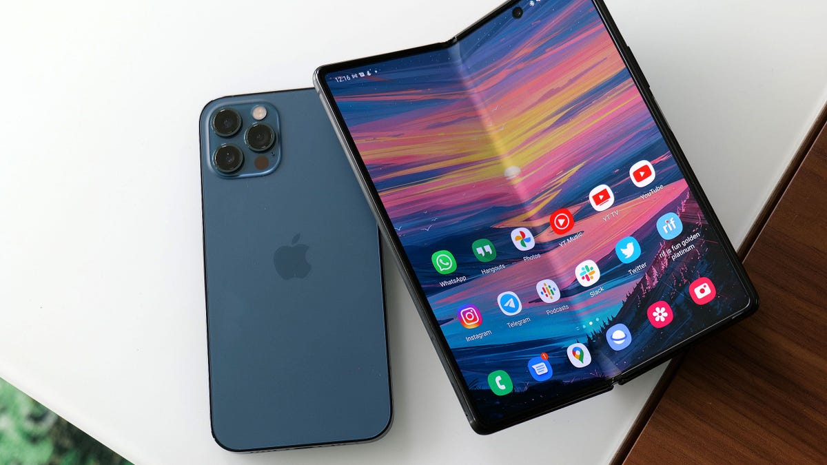 El iPhone plegable de Apple llegaría en 2023