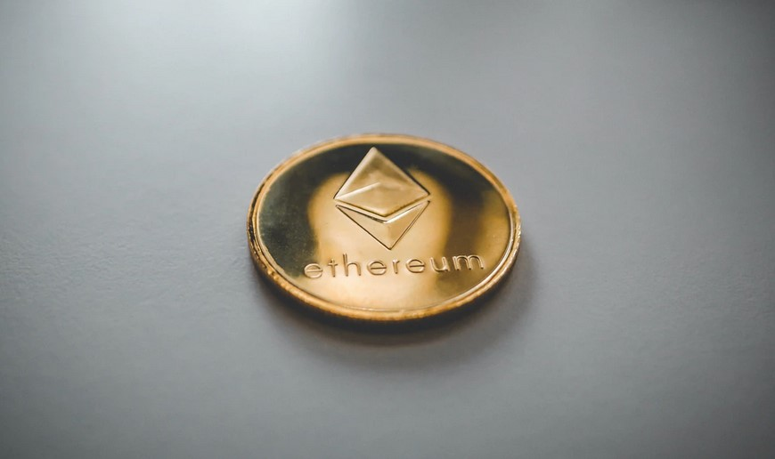 VanEck solicita Ethereum ETF a medida que el precio de ETH se tambalea