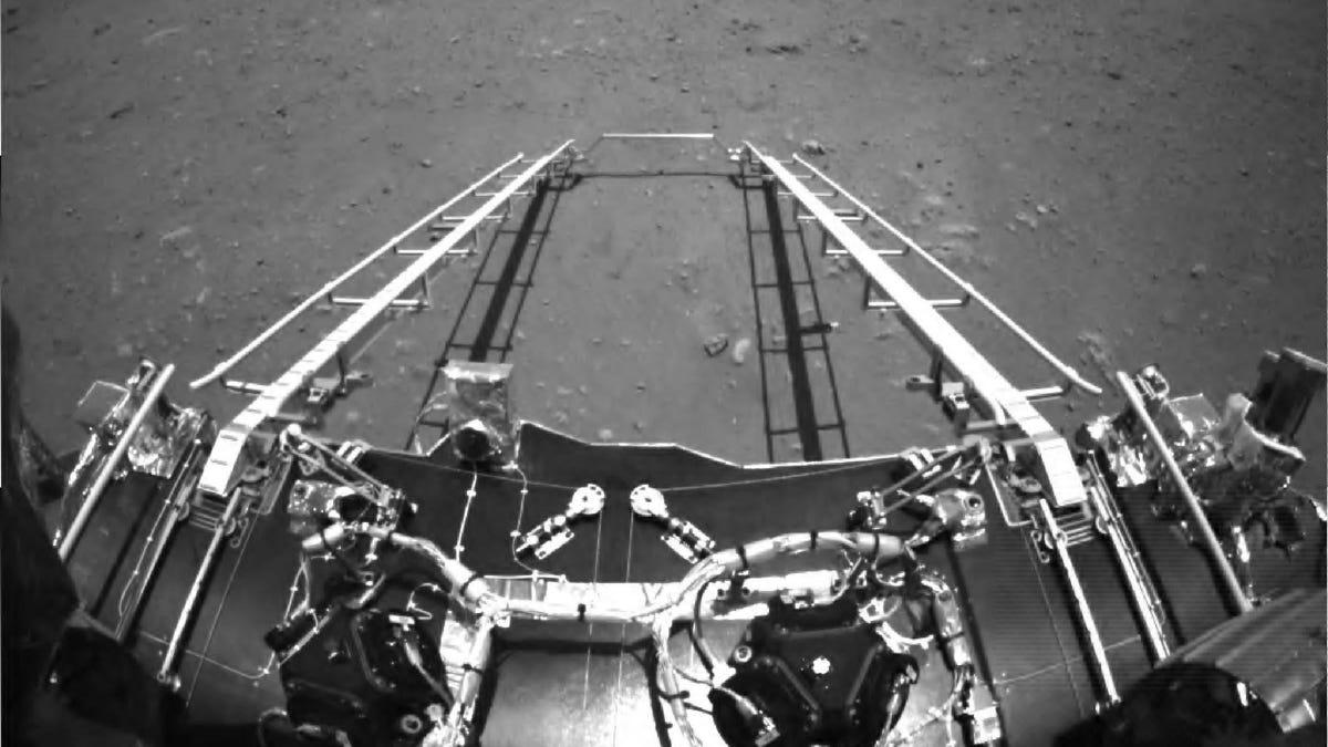 Primeras fotos de superficie de Marte tomadas por rover de China