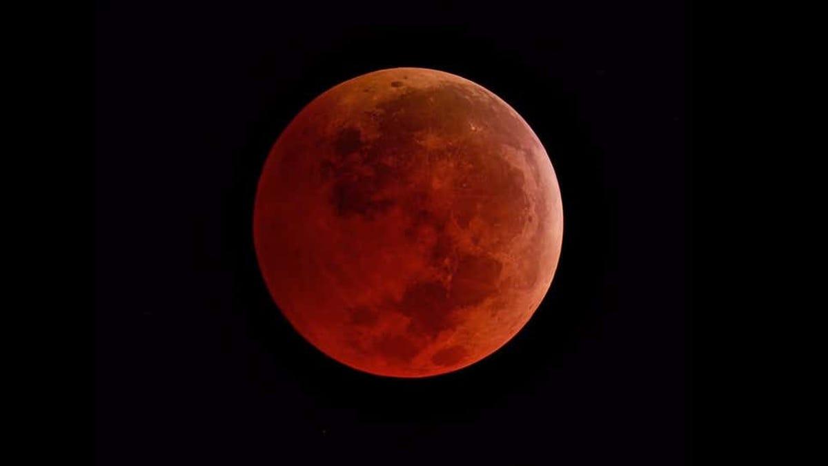 Un vuelo a ninguna parte para ver un eclipse lunar.