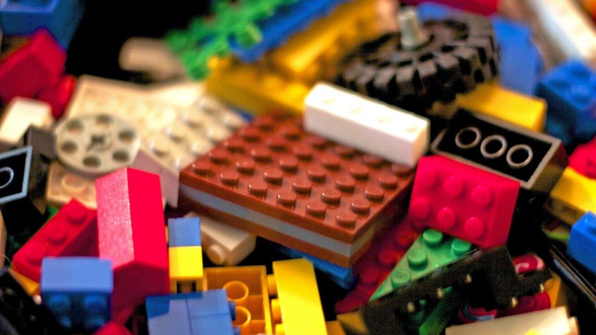 Cómo limpiar las piezas de LEGO, según LEGO