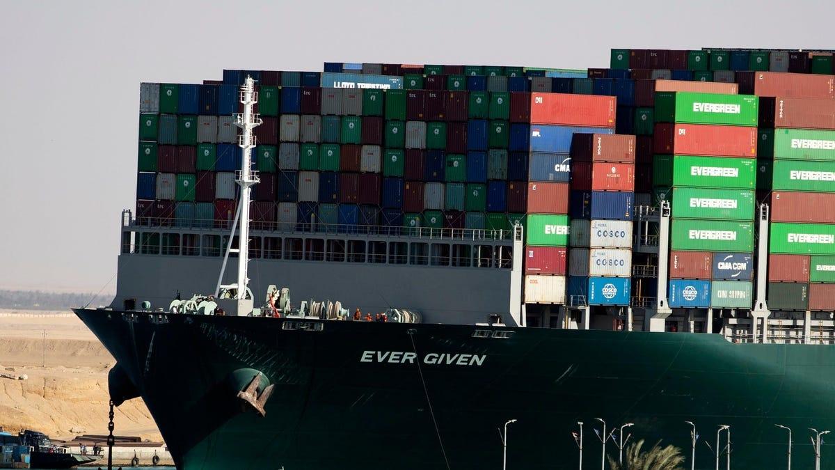 Autoridades del Canal de Suez culpan al capitán del Ever Given