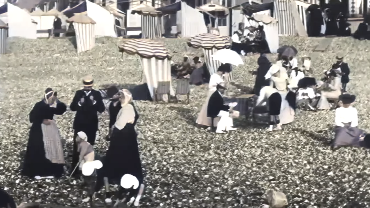Cómo era un día de playa en Francia hace 120 años