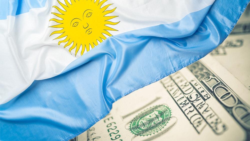 Funcionaria argentina critica el ahorro en dólares y defiende el «cepo cambiario»