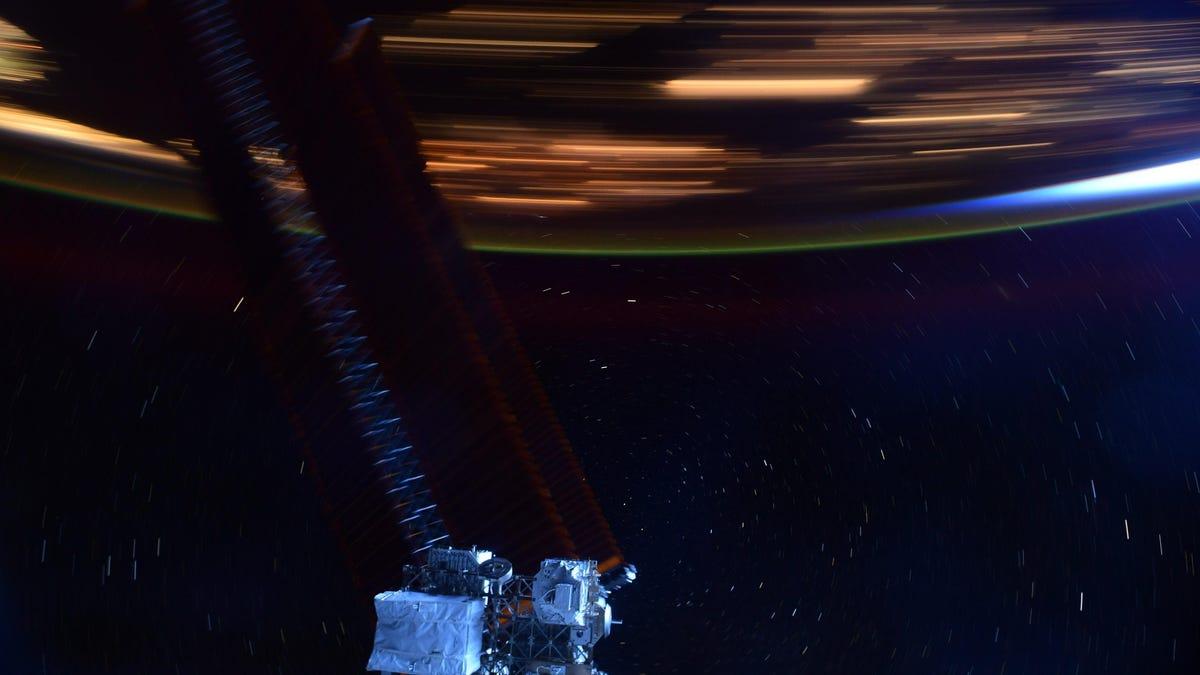 Esta foto tomada desde la ISS ilustra perfectamente lo rápido que se mueve