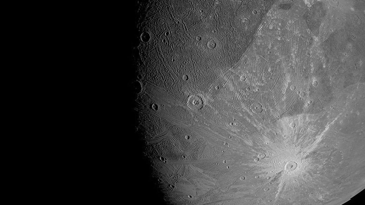 Esto vio la sonda de la NASA cuando voló sobre Ganímedes, luna de Júpiter