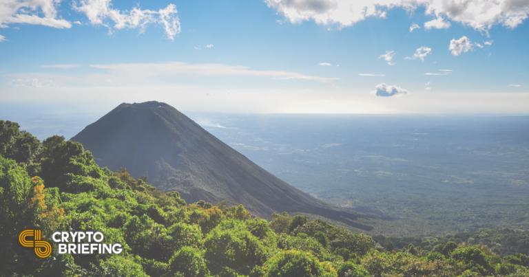 El Salvador planea hacer licitación legal de Bitcoin