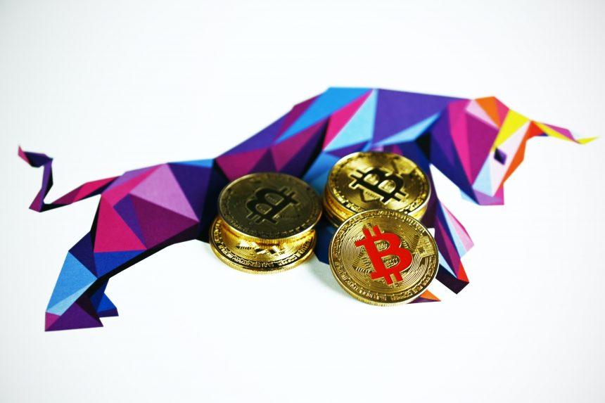 Bitcoin se acerca a $ 43k, los indicadores sugieren un mercado alcista por delante