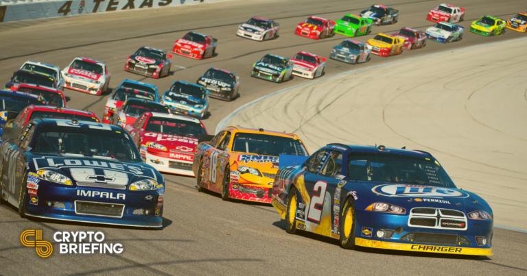 La estrella de NASCAR Landon Cassill recibirá un salario en cripto