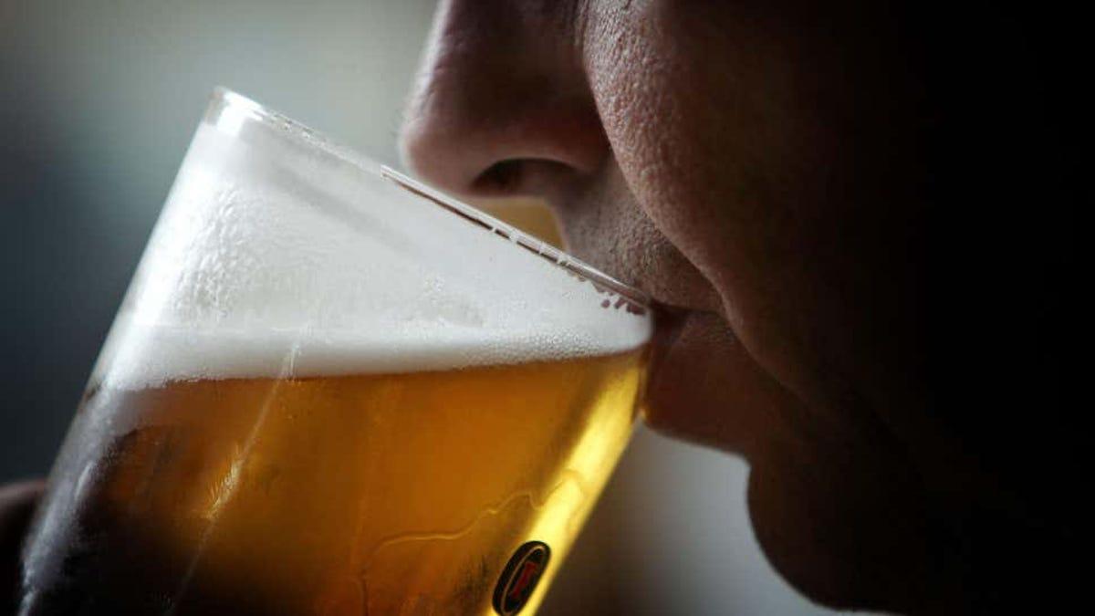 El alcohol se relaciona con más de 700.000 casos de cáncer
