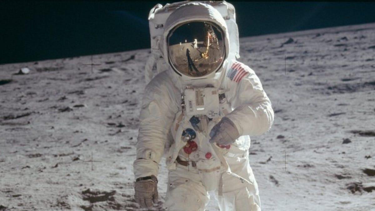 Reconstruyen lo que Buzz Aldrin vio en la Luna con su casco