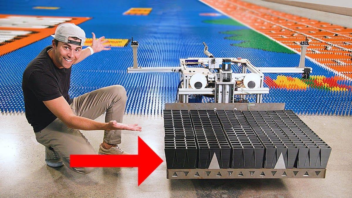 Un robot bate el récord mundial de fichas de dominó