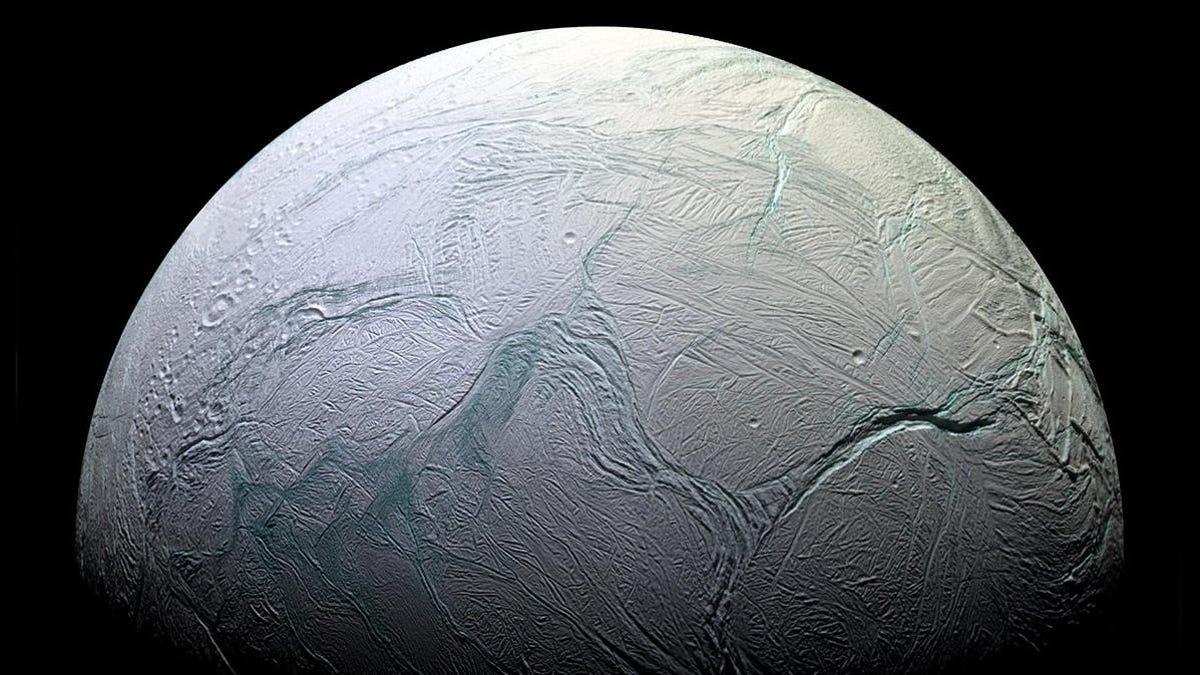 La cantidad de metano de Encélado podría deberse a vida microbiana según un estudio