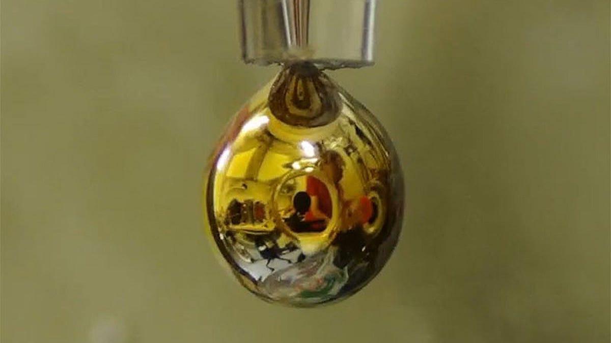 Logran crear agua metálica en laboratorio por primera vez
