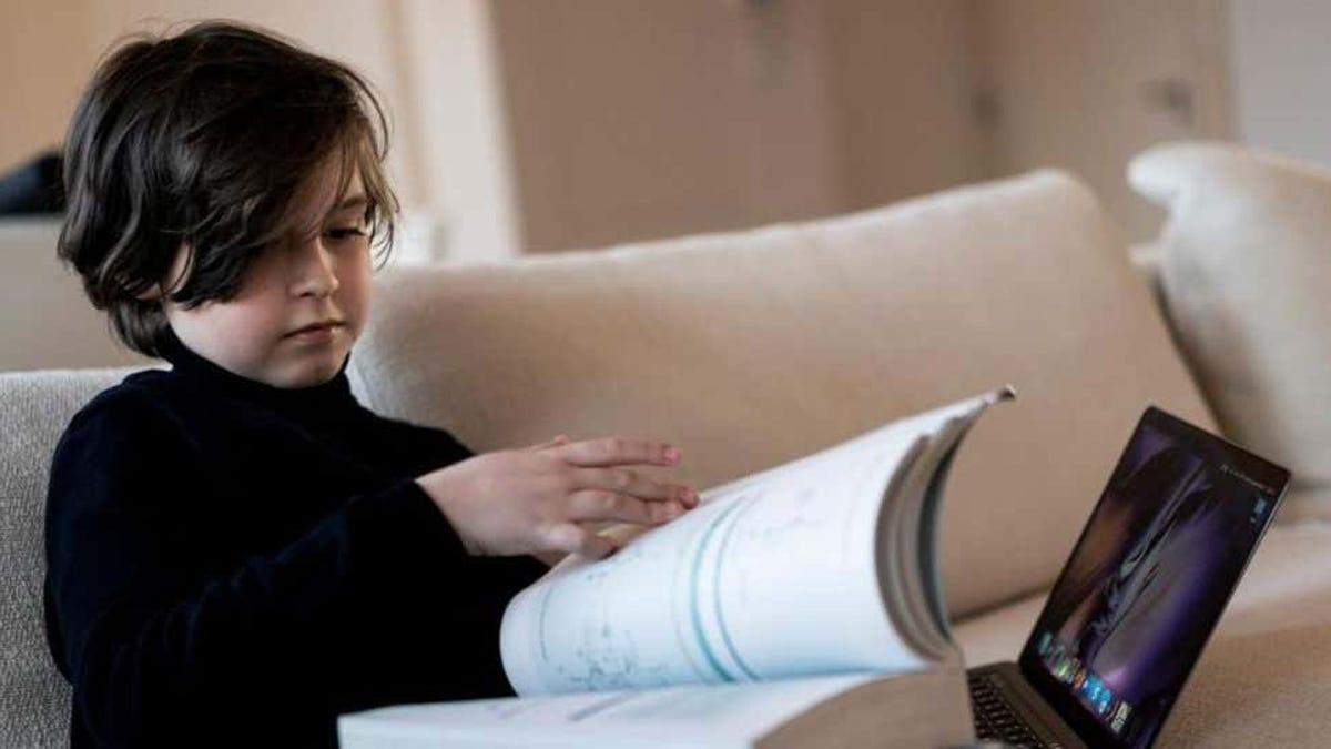 Este niño se ha licenciado en física cuántica a los 11 años