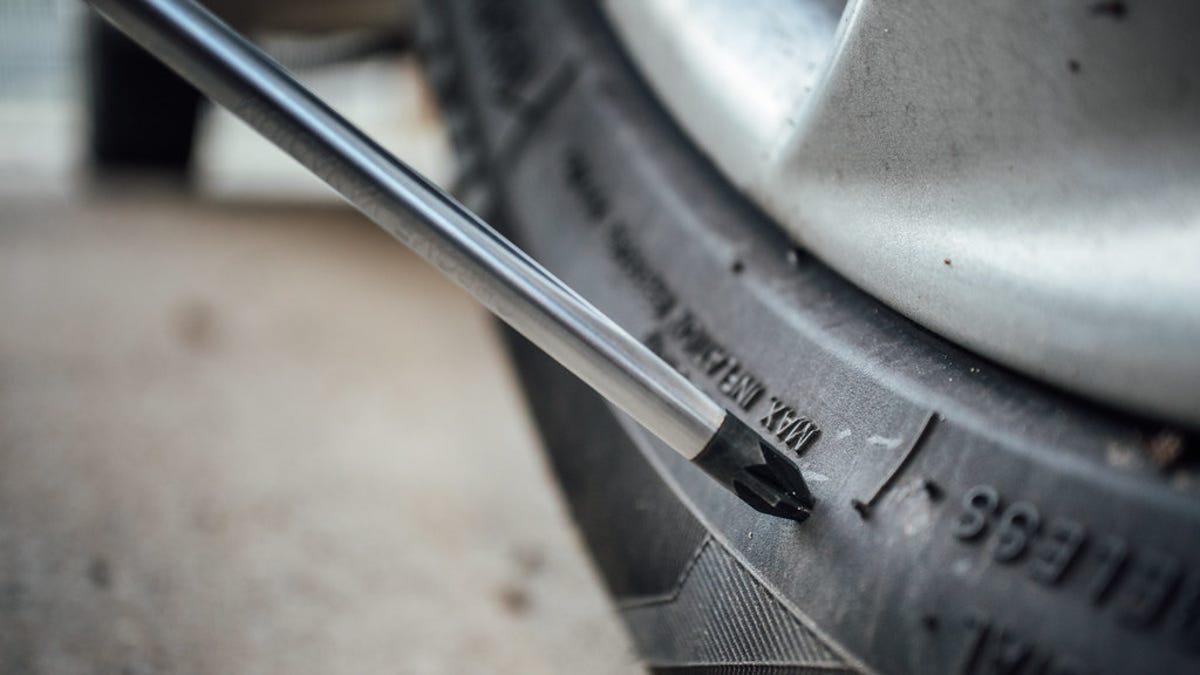 Qué significan los números que aparecen en las ruedas del coche
