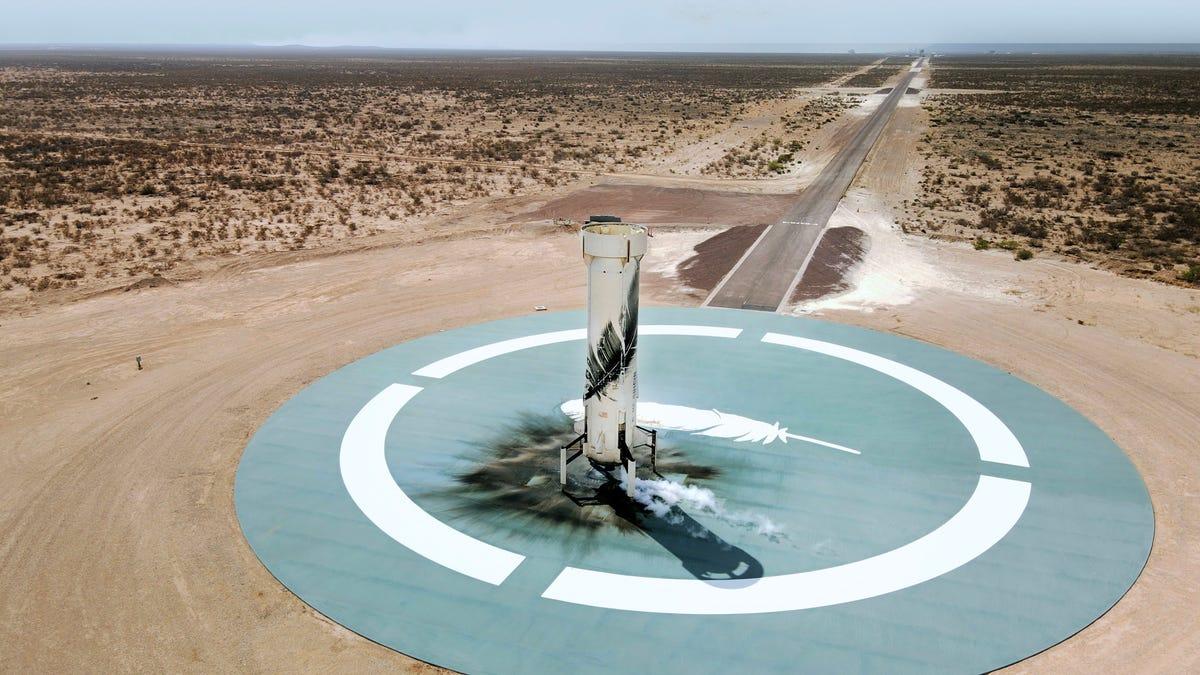 Blue Origin logra su primer viaje tripulado al espacio