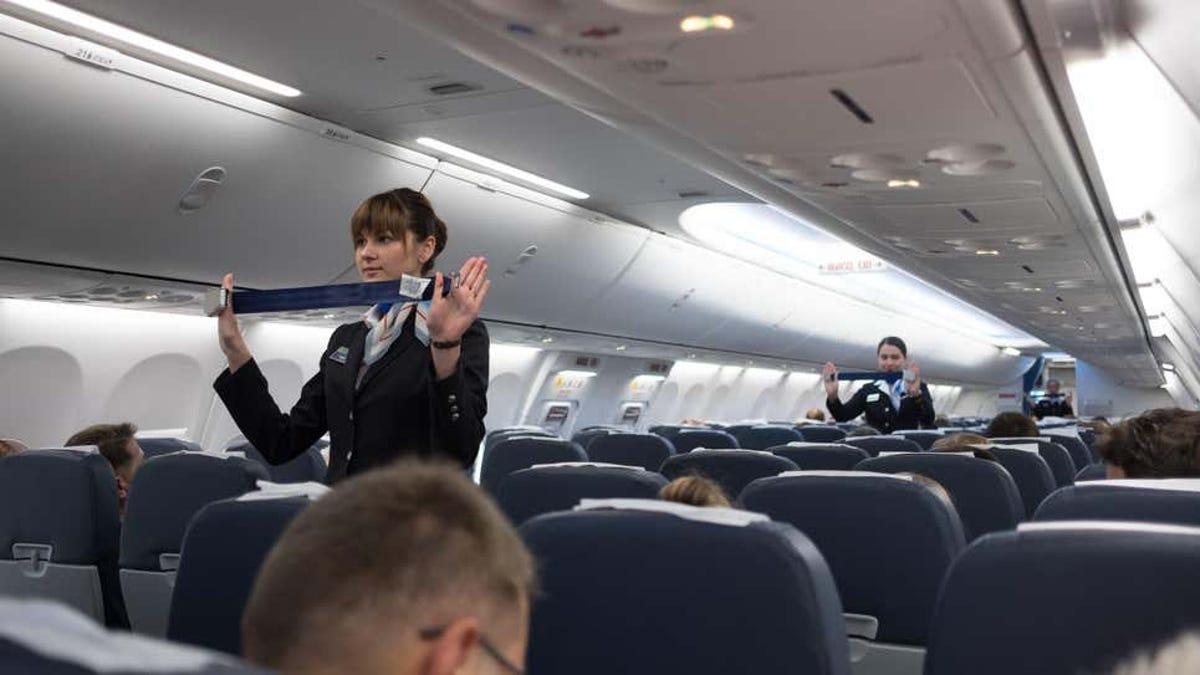 Por qué no deberías intervenir si hay una pelea en un avión