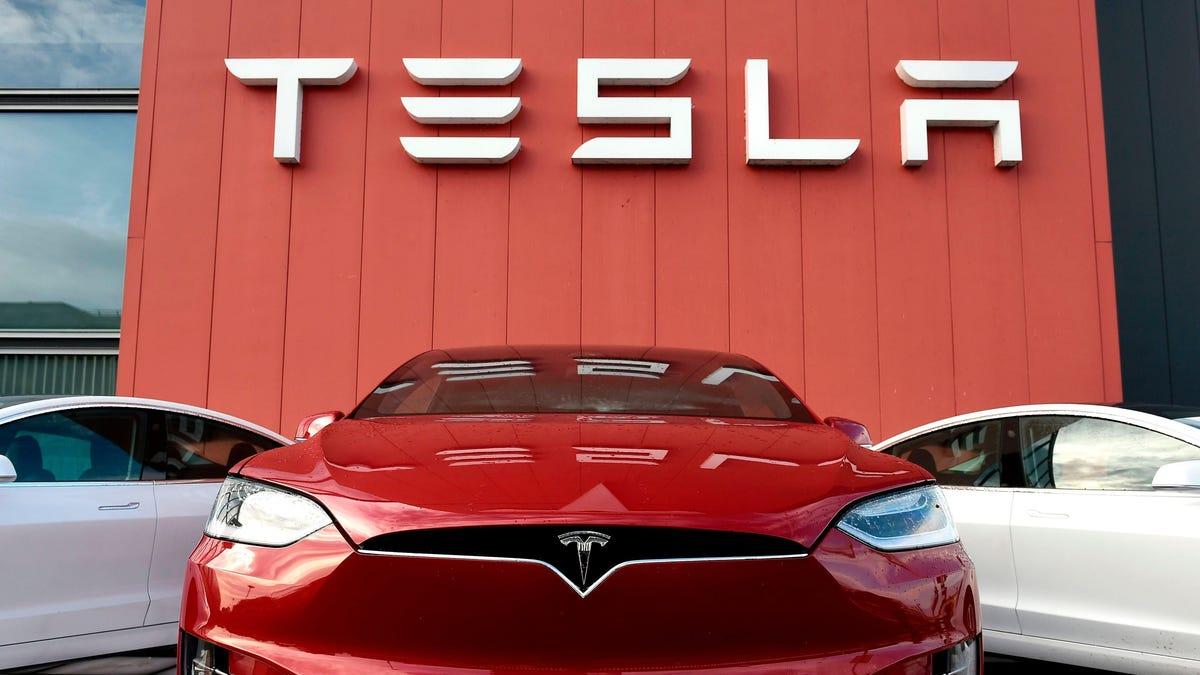 Tesla actualiza por fin la conducción autónoma total, pero dice que puede fallar en el peor momento