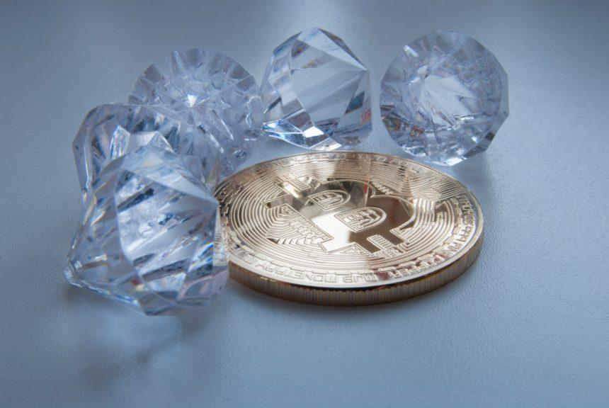 Sotheby's vende un diamante raro por $ 12,3 millones en criptomonedas y establece un récord mundial