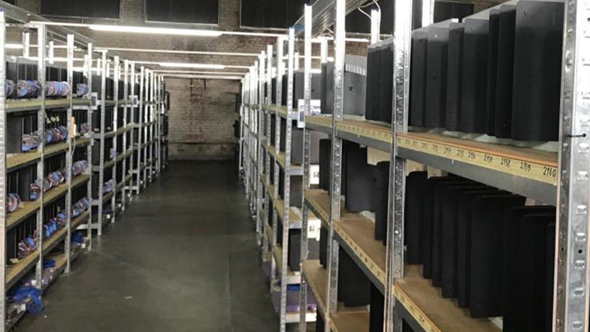 Desmantelan una granja de criptomonedas que funcionaba con miles de PS4