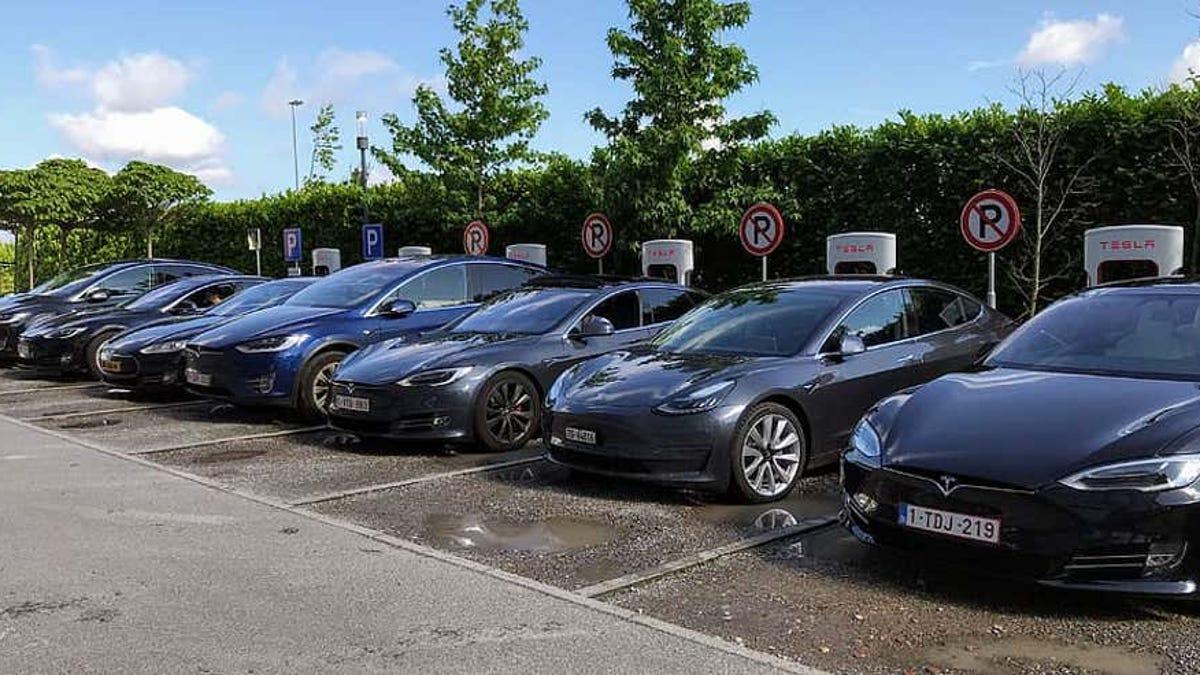 Pronto los cargadores de Tesla cargarán otros automóviles