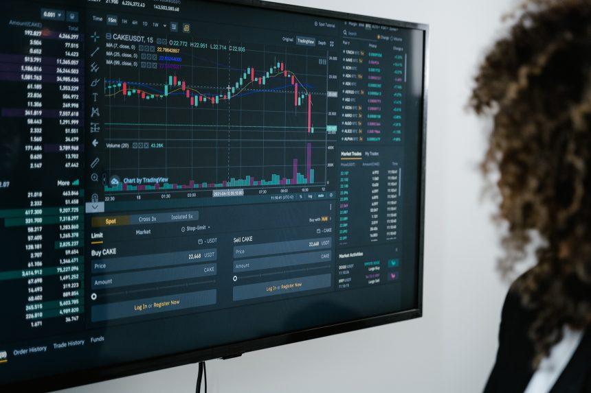 A medida que Bitcoin cae por debajo de $ 30k, las monedas estables superan los $ 100 mil millones en suministro total