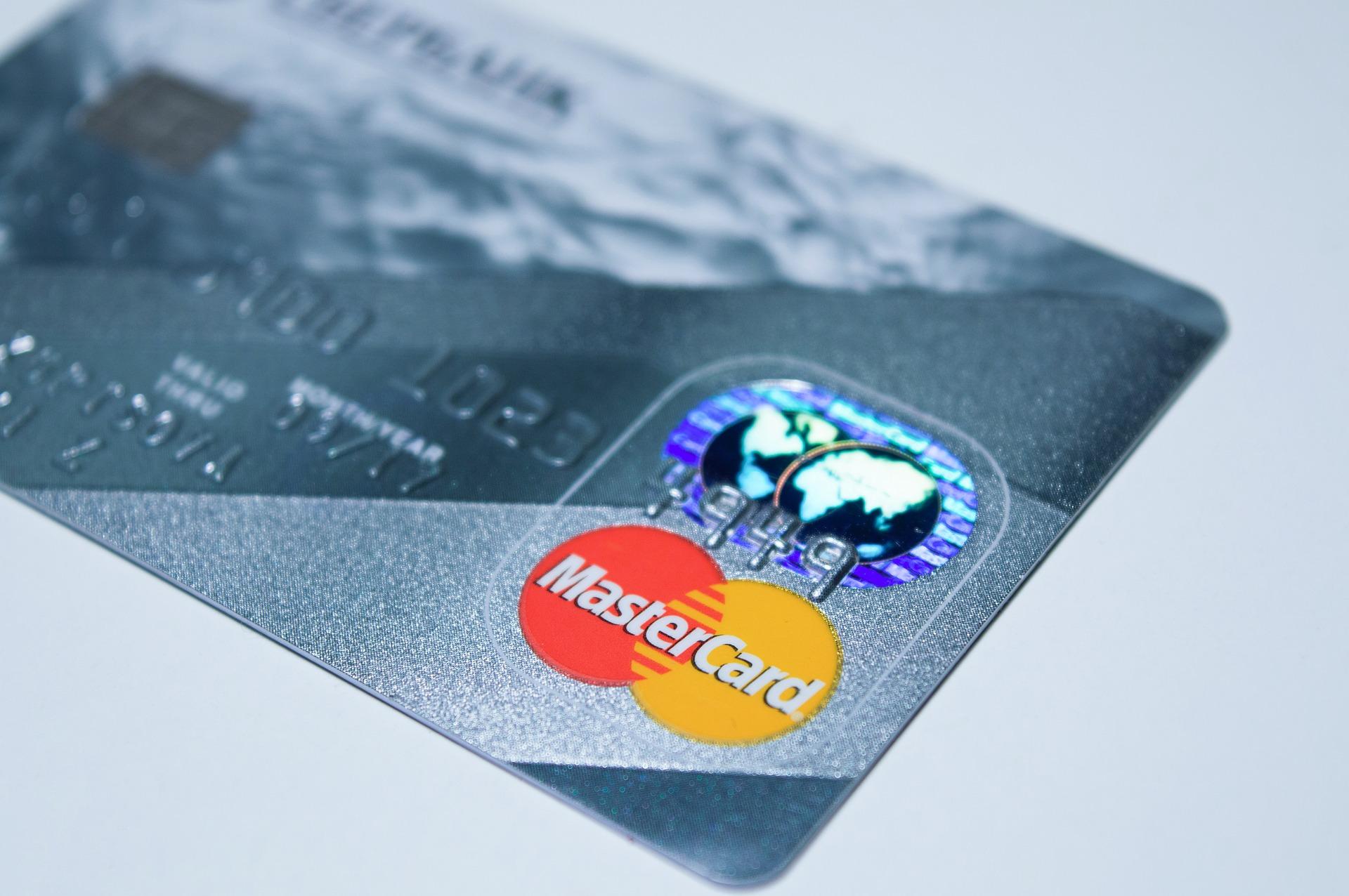 Mastercard impulsa la inversión en la integración de tarjetas criptográficas