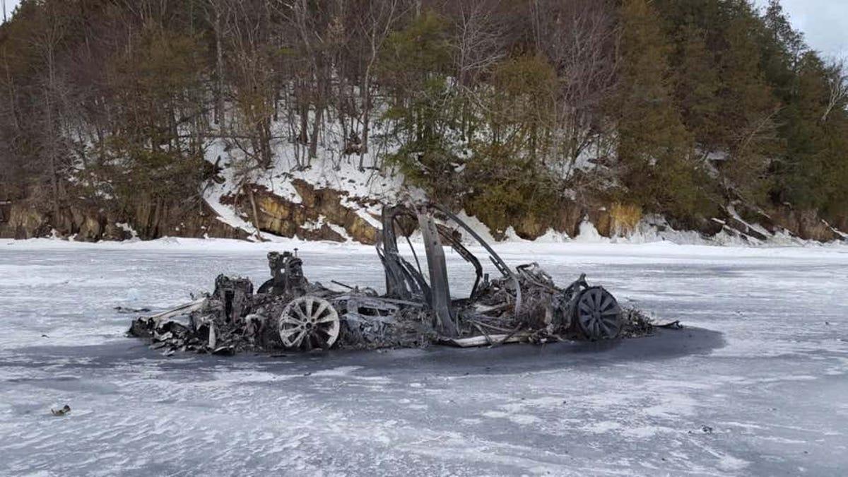 Resuelven el misterio del Tesla que se incendió en un lago