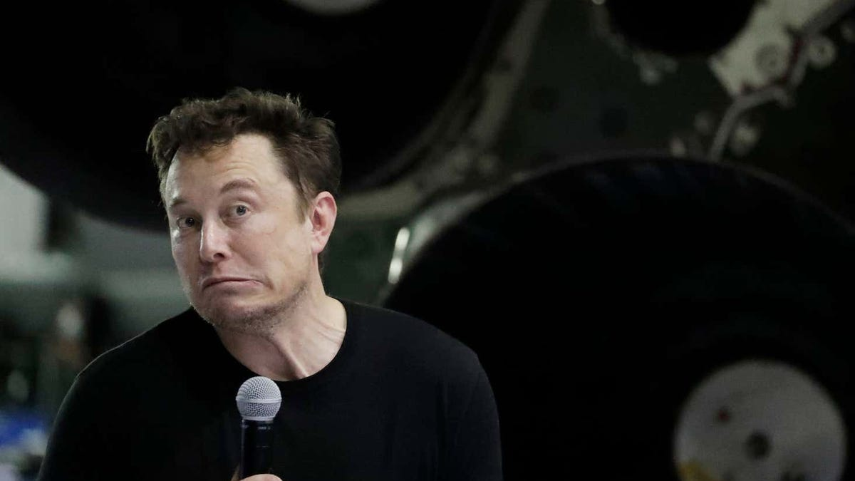 La NASA dice que los trajes espaciales para ir a la Luna no estarán listos en 2024. Elon Musk se ofrece para hacerlos